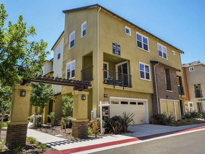 1249 Coyote Creek Way, Milpitas, CA, 95035 Townhouse. Photo 2 of 35