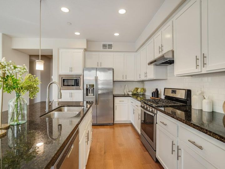 1249 Coyote Creek Way, Milpitas, CA, 95035 Townhouse. Photo 12 of 35