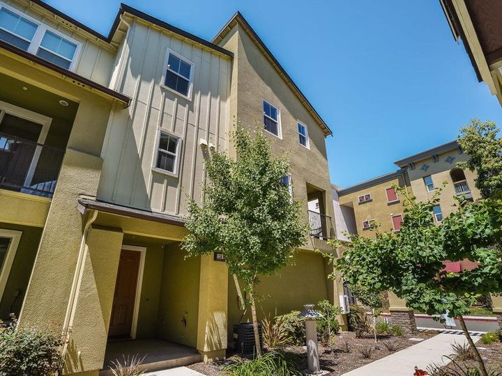 1249 Coyote Creek Way, Milpitas, CA, 95035 Townhouse. Photo 3 of 35