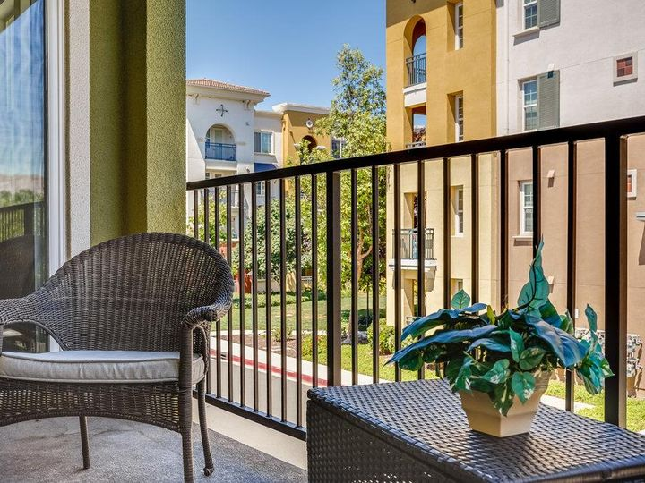 1249 Coyote Creek Way, Milpitas, CA, 95035 Townhouse. Photo 30 of 35