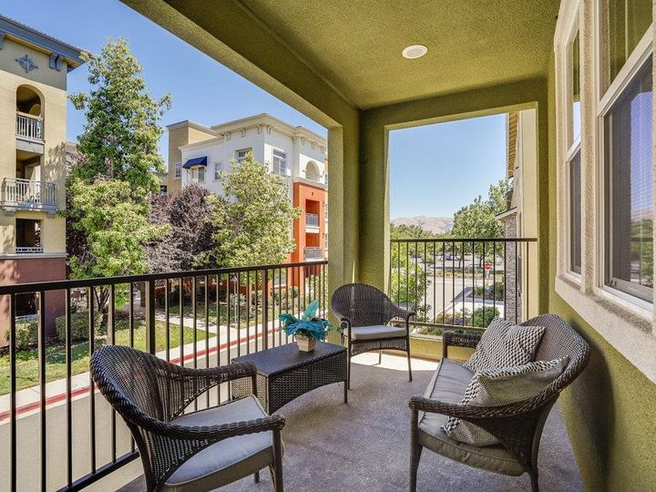 1249 Coyote Creek Way, Milpitas, CA, 95035 Townhouse. Photo 31 of 35