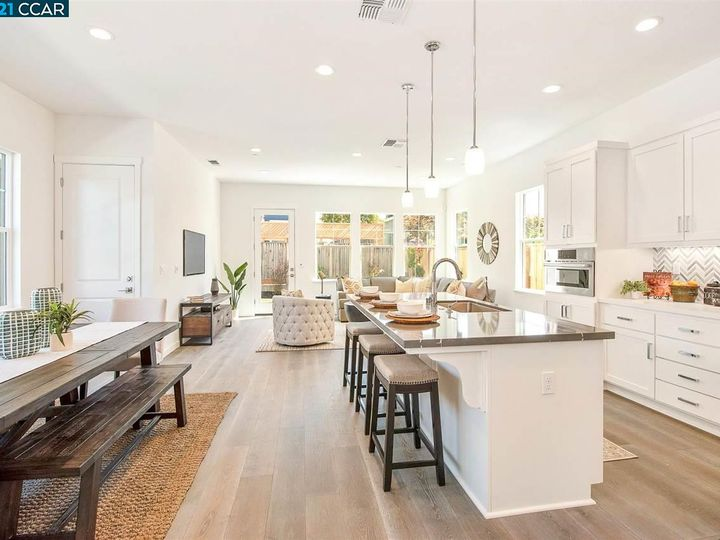 1747 Linden Ln, Santa Rosa, CA, 95404 Townhouse. Photo 3 of 34