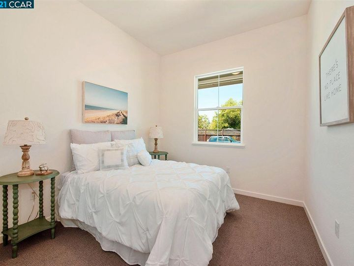 1747 Linden Ln, Santa Rosa, CA, 95404 Townhouse. Photo 31 of 34