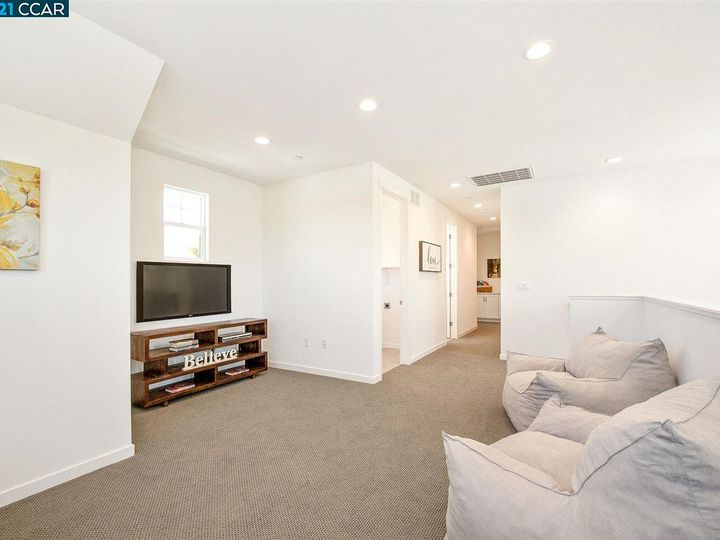 1747 Linden Ln, Santa Rosa, CA, 95404 Townhouse. Photo 9 of 34