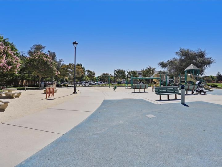 4060 Crandall Cir, Santa Clara, CA, 95054 Townhouse. Photo 39 of 40