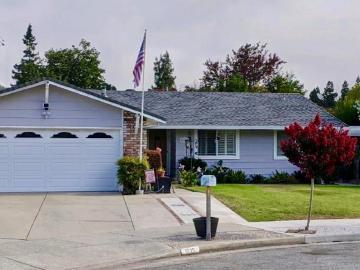 1035 Hacienda Dr, Gilroy, CA