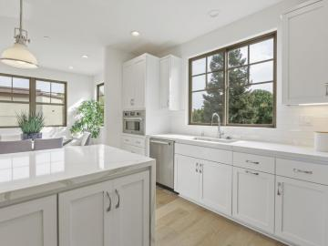 273 Fairchild Dr, Mountain View, CA, 94043 Townhouse. Photo 1 of 5