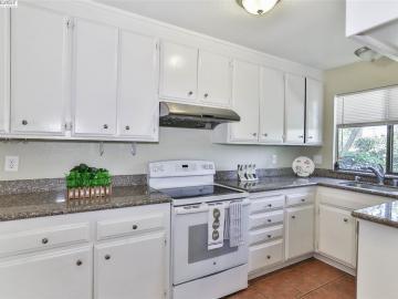 31115 Alvarado Niles Rd, Union City, CA, 94587 Townhouse. Photo 3 of 26