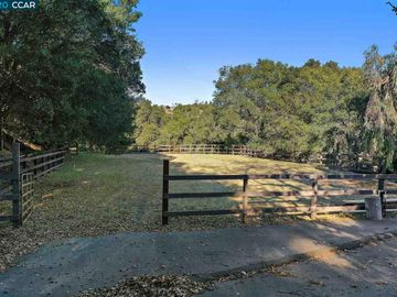 4142 Canyon Rd, Upper Happy Vly, CA